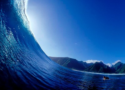 The famoous Teahupoo surf break.