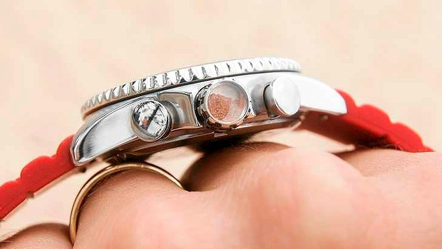 A small amount of an Australian element, such as red earth, is embedded in the crown of Bausele watches.